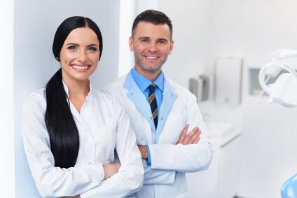 Diventa un assistente dentista: un lavoro gratificante che necessita di un'ottima formazione